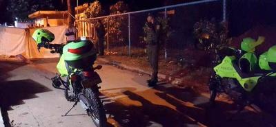 La Policía de Puerto Boyacá trata de establecer los responsables de este hecho de sangre ocurrido el pasado lunes festivo en el barrio Pueblo Nuevo.
