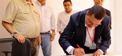 El Idesán y el consorcio ETA-CNS-ZMB 2017 firmaron el contrato para dar inicio a los estudios y diseños de la ZMB.