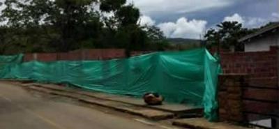 Así lucen hoy las obras de construcción de 10 locales comerciales en Barichara luego de que fuesen selladas por orden del Ministerio de Cultura.