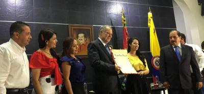 La Asamblea departamental le entregó la distinción Luis Carlos Galán al exprocurador Alejandro Ordóñez, a pesar de la resistencia de algunos ciudadanos.