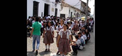 Los estudiantes de Girón deberán esperar todavía en sus hogares, mientras que el Gobierno Nacional y los docentes lleguen a un acuerdo.