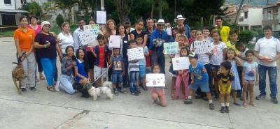 La ciudadanía que se unió al plantón se congregó en inmediaciones del Parque Metropolitano Las Mojarras, donde ocurrieron los hechos.