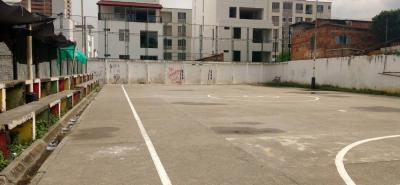 El polideportivo, el único que funciona en el casco antiguo de Floridablanca, pide 'a gritos' una intervención.