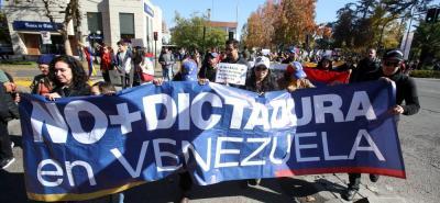 Esta nueva oleada de marchas se desató luego de que el Tribunal Supremo de Justicia (TSJ) -acusado por la oposición de servir al gobierno- asumiera el 30 de marzo las funciones del Parlamento venezolano.