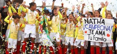 La selección Santander femenina, que tiene la base del equipo Botín de Oro, le entregó al Departamento el primer título nacional de un torneo organizado por la División Aficionada del Fútbol Colombiano (Difútbol). Ayer, en la misma sede de la Federación Colombiana de Fútbol, las santandereanas vencieron 2-1 al representativo del Valle en la final del Torneo Infantil. Este título femenino se suma a los dos logrados por las damas Sub-21 en la Copa Claro en Cali.