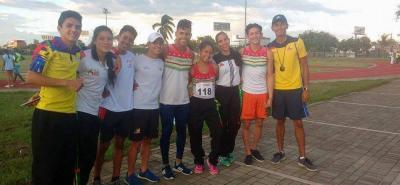 Esta es parte de la delegación Santander que compitió en el Nacional Juvenil de Cali, y que fue dirigida por los entrenadores Giovanni Vega, Humberto Gutiérrez y Juan Arias.