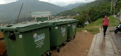 En lugares como este, en donde la comunidad arrojaba basuras a cielo abierto permanentemente, ahora existen contenedores.