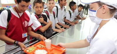 El contrato cubre las instituciones educativas oficiales de los 82 municipios.