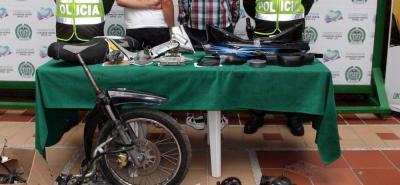 Varias motocicletas que habían sido reportadas como hurtadas fueron encontradas en el inmueble.