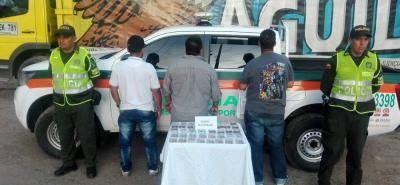 Uniformados de la seccional de Tránsito y Transporte de la Policía Metropolitana de Bucaramanga capturaron a tres hombres por el delito de hurto.