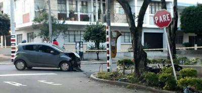 Dos motociclistas murieron al chocar contra un vehículo en Bucaramanga
