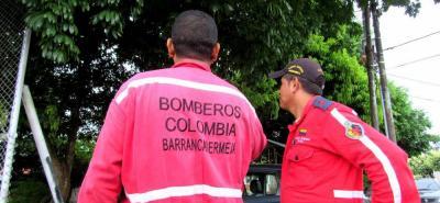 Personal de Bomberos Voluntarios atendió la emergencia, que se vivió cerca a una cancha de fútbol.