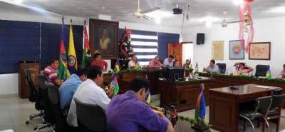Integrantes del Concejo de la capital comunera para la época en que fue aprobado el acuerdo que fue demandado y declarado nulo por el juez III del Circuito Judicial de San Gil, por la concesión del mantenimiento del alumbrado público a 20 años.
