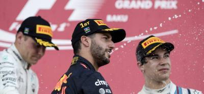 Este fue el podio del GP de Azerbaiyán. El ganador fue el australiano Daniel Ricciardo (Red Bull), seguido por el finlandés Valteri Bottas (Mercedes) y el canadiense Lance Stroll (Williams).
