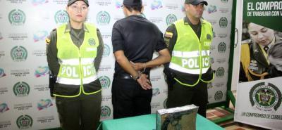 El hombre fue detenido cuando portaba un arma de fuego tipo revólver en el barrio Tejar Uno.