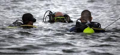 Buzos de la Armada Nacional continúan con la búsqueda de las dos mujeres desaparecidas tras la tragedia en Guatapé.