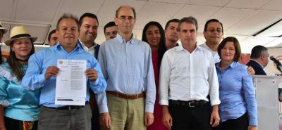 En un acto público celebrado en plaza principal del Vélez, Santander, la SIC entregó la protección de la Denominación de Origen Colombiana al Bocadillo Veleño.