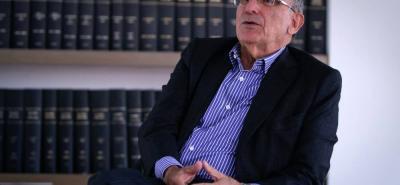 Con César Gaviria al frente del Partido Liberal, Humberto de la Calle se perfila como el más probable candidato de los rojos para afrontar, por lo menos, la primera vuelta de las elecciones presidenciales del próximo año.