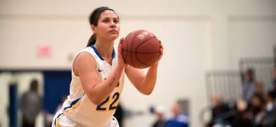 Una de las convocadas es María Esperanza Delgado, quien triunfa en el baloncesto de los Estados Unidos, donde recientemente fue convocada al First Team All-American.