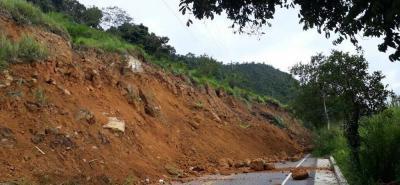 Derrumbe bloqueó la vía entre San Gil y Charalá
