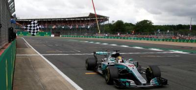 El idilio de Lewis Hamilton con el circuito de Silverstone es tal que el piloto británico pudo rubricar ayer, con absoluta tiranía, su cuarto triunfo consecutivo en el GP de Gran Bretaña de F1.