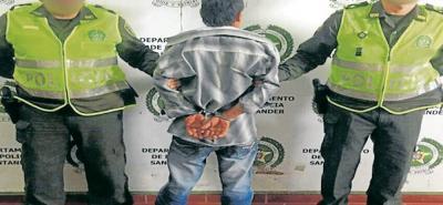El hombre de 55 años, fue capturado por la Policía de San Gil, y dejado a disposición de la autoridad competente. Por el momento sólo será judicializado por el delito de lesiones personales y será puesto a la de la Fiscalía.
