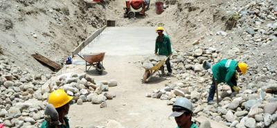 La construcción del Acueducto Chicamocha comenzó en 2015, obra con la cual se busca mitigar las afectaciones de las fuertes temporadas de sequía que afronta Los Santos.