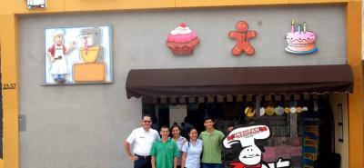 La empresa santanderena Insupan cuenta con tres puntos de venta. La principal ubicada en el barrio San Francisco, en la cual inició como un negocio de venta de huevos. Actualmente cuenta con reconocimiento nacional como comercializadora de insumos para panadería y pastelería.