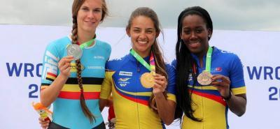 La colombiana Fabriana Arias (centro) conquistó tres oros y dos platas en el patinaje de carreras de los Juegos Mundiales y ya es figura de la delegación nacional.