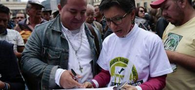 Más de 4 millones de ciudadanos firmaron a favor de la Consulta Anticorrupción, iniciativa popular que pretende imponer los siete mandatos para derrotar dicha práctica en el país.