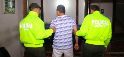 Dentro de su prontuario delincuencial, le figuran seis procesos penales por los delitos de porte ilegal de armas de fuego, tráfico de estupefacientes y  hurto calificado y agravado.