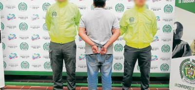 El capturado, quien fue dejado a disposición de la Fiscalía Primera Especializada Delegada ante el Gaula Santander, aceptó los cargos y se le impuso medida de aseguramiento intramural.