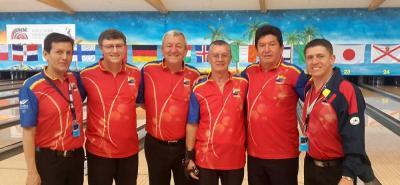 Este es el equipo colombiano de rama masculina que jugará desde hoy el Mundial Sénior en Alemania, entre quienes está el santandereano Jhimy Gualdrón, tercero de izquierda a derecha.
