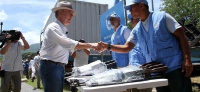 Con la presencia del presidente Juan Manuel Santos y representantes de la ONU, salió el último contenedor con las armas de las Farc.