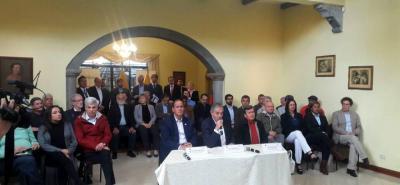 En un comunicado, la sociedad civil se ofrece como mediador de un eventual cese al fuego del Eln y el Gobierno.