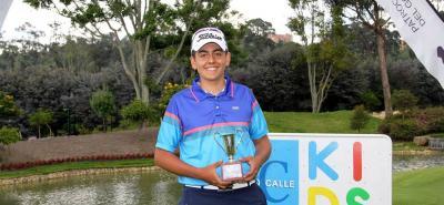 El santandereano Juan Camilo Vesga Solano completó ayer su colección de títulos en el Campeonato Nacional Infantil de Golf, al ganar la categoría 14-15 años.