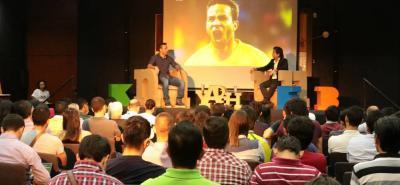 Luis Gabriel Rey participó del conversatorio 'Entre saltos y letras' junto al periodista César Augusto Londoño, en el marco de la Feria del Libro de Bucaramanga, Ulibro, que organiza la UNAB.