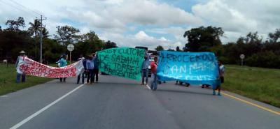 Aproximadamente 100 arroceros de Santander y sur del cesar marcharon ayer por la Troncal del Magdalena Medio. Solo esperan nivelación de precios y refinanciación crediticia.