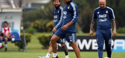Jorge Sampaoli, nuevo técnico de la albiceleste, apostará sus fichas a los goleadores del fútbol italiano, Dybala e Icardi, para acompañar al estelar Lionel Messi en el flanco de ataque de la selección Argentina en el duelo ante Uruguay.