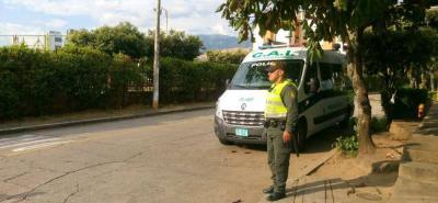 Un policía fijo acompañado del CAI Móvil son los encargados de ejercer la vigilancia para garantizar la seguridad de los ciudadanos en determinados puntos de Cañaveral.