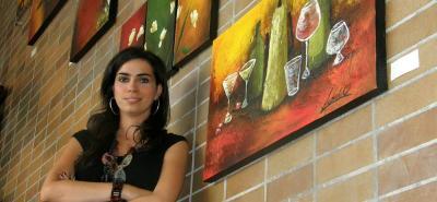 María Juliana Acebedo fue la encargada de recibir el reconocimiento que las comisiones de ética del Congreso le entregaron al Comité de Transparencia por Santander.