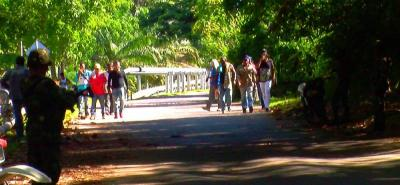 En inmediaciones de la planta Isla VI de Ecopetrol se adelantan las protestas de la comunidad de Puerto Wilches por la defensa de la mano de obra local.