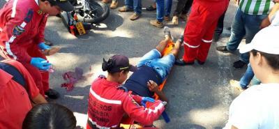 Dos personas resultaron lesionadas en un accidente de tránsito ocurrido en la calle 52 con carrera 20, en plena Avenida del Ferrocarril. Uno de ellos fue hospitalizado inconsciente.