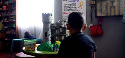 En las instalaciones de la Fundación Juanita Vélez en Barrancabermeja pasan sus días varios pacientes con cáncer. Algunos de ellos se aferran a la esperanza ante la dilación que les ha puesto su EPS con los tratamientos para esta enfermedad.