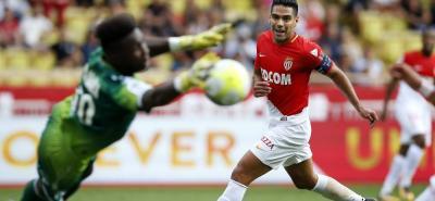 Dos goles y una asistencia fueron los principales aportes del delantero colombiano Falcao García, quien fue la gran figura en la victoria del Mónaco 3-0 sobre Estrasburgo.