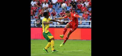 América de Cali, con una alta dosis de sufrimiento, derrotó 3-1 a Atlético Huila en el estreno de Jorge da Silva como entrenador. El equipo 'escarlata' continúa en la lucha por permanecer en la Primera División del balompié nacional.