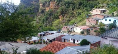 Cerca de 80 familias de este barrio de la parte alta de Los Santos viven un drama ante la falta de agua potable.