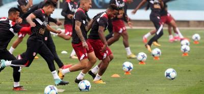 La selección peruana está con el mejor de los ánimos para enfrentar hoy a Argentina y confían en aguar la fiesta en Buenos Aires con el fútbol que les permite en este momento estar clasificados parcialmente al Mundial de Rusia 2018.