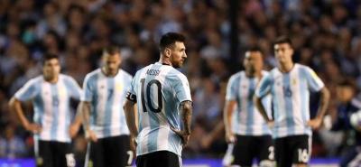 Argentina quedó al borde de la eliminación tras el empate ante Perú