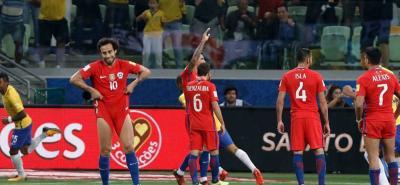 Chile, el doble campeón de la Copa América, se quedó fuera de la Copa Mundo de Rusia 2018, tras caer 3-0 con Brasil en Sao Paulo y quedar con 26 puntos, los mismos que Perú, pero la diferencia de goles le dio a los 'incas' el derecho de disputar el repechaje ante Nueva Zelanda.
